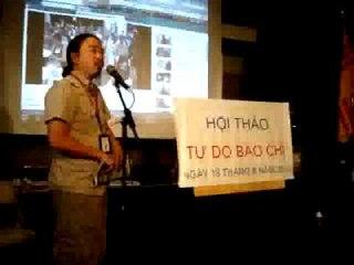 Tổng thư ký tuần báo Việt Weekly phát biểu tại buổi hội thảo Tự Do Báo Chí