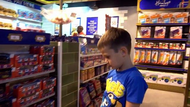 СУПЕР Огромный магазин игрушек в Мире Hamleys 6 этажей миллионы игрушек Мистер Макс Мисс Катя новый выпуск 19.11.2016
