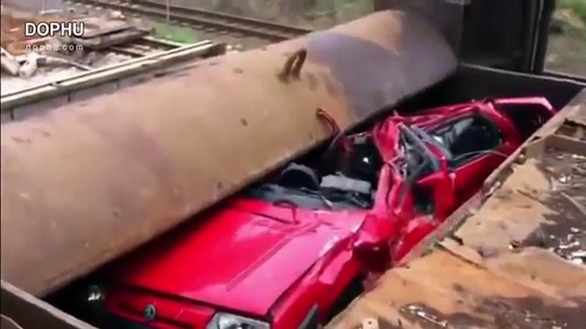 Car Crusher Compilation 2016-Car Crushed
