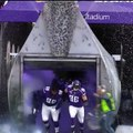 Un cameraman se retrouve au mauvais endroit au mauvais moment durant un match de NFL