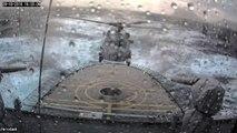 Ce pilote d'hélicoptère de l'armée danoise atterrit sur un bateau en pleine tempete... Exploit incroyable