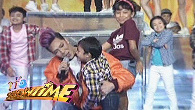 "It's Showtime: Vice, Awra, & Onyok perform ""Ang Kulit"""