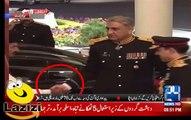 Anchor Played the Interesting Video of Qamar Bajwa Shaking While Shaking Hand