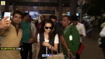 Amisha Patel Mobbed by Fans while taking Selfies at Airport