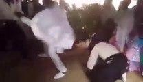 Ce maître de karaté fait une démonstration des plus insolite pendant son mariage