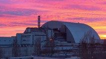 Mise en place du sarcophage géant sur la centrale nucléaire de Tchernobyl