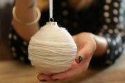 Relooker une boule de Noël avec de la laine