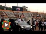 Campagne pour le référendum: Arrivée du Président Ouattara devant les gradins vides au stade FHB