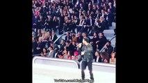 Le mannequin Bella Hadid & The Weeknd ensemble pendant le show Victoria's Secret à Paris