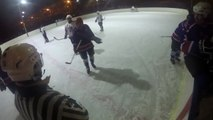 Un joueur de hockey frappe un arbitre à coup de crosse... Ils sont chaud ces russes