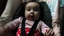 Bebe qui mange a 3 mois :)