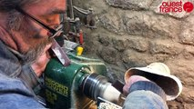 La fabrication d'une toupie par un tourneur sur bois (Quimper)