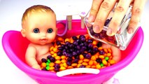 BABY BATH TIME ! Newborn w/ Colors Candy Skittles & M&Ms for Kids to learn How To Bath A Baby Doll