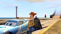 Batman & Woody (Toy Story) font des sauts et des cascades avec Flash McQueen (Cars 2) | Dessin animé