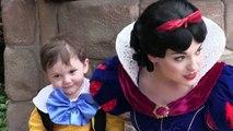 Visitant Disneyland avec son fils autiste, elle voit Blanche Neige, mais ce que cette dernière fait avec son fils est tr