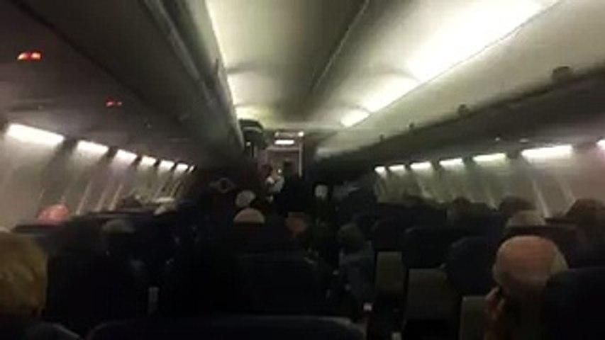 mujer dio a luz en pleno vuelo