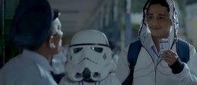 Un enfant ne lâche jamais son masque de Star Wars pour une raison émouvante !