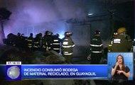 Incendio consumió bodega de material reciclado en Guayaquil