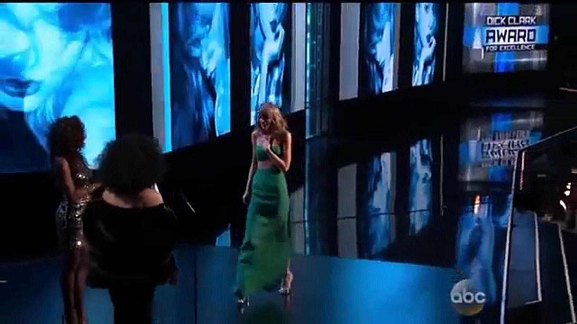 Taylor Swift American Music Awards 2014 - Taylor Swift Wins Diana Ross