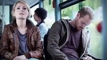 Une fille dérangée dans le bus et qui se montre très très chaude !