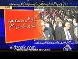 Nawaz Sharif Badly Insulting His own Brother Shehbaz Sharif