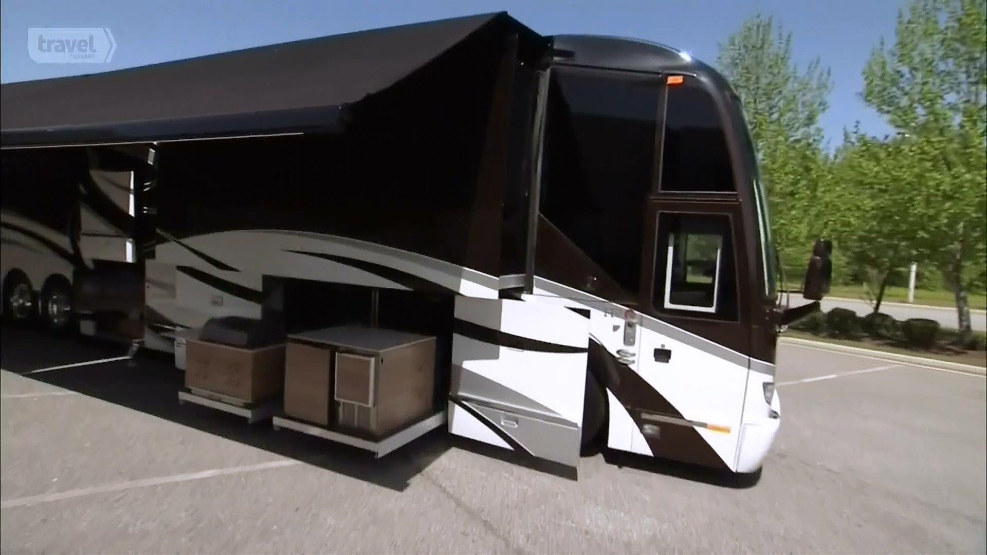 Удивительные фургоны: Featherlite Luxury Coach, Thor Toy Hauler и прицеп для лошадей Duba