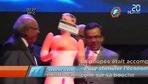 Malaise, un ministre chilien reçoit une poupée gonflable