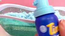 Samuser dans le bain Tinti Mousse de bain bleue | Elsa prend un bain moussant | Bain magique | Démo