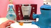 Prendre un café avec des invités particuliers | Kathi sert un expresso avec la machine à café Bosch
