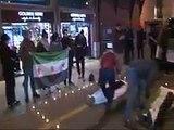 İstanbul Beyoğlun'daki Rusya Başkonsolosluğunun Önünde Toplanan Grup Halep İcin Kefen ve ÖSO Bayraklarıyla Eylem Yaptı