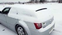 Une méthode efficace pour déneiger sa voiture... Caisson de basse!!!!