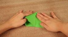 Réalisez un sapin de Noël en papier en moins d'une minute