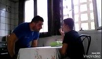 Un petit marseillais fait croire à son oncle qu'il est supporter du PSG