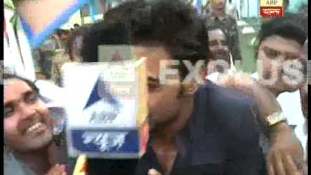 Dev overwhelmed by the response from his fans at ghatal.
