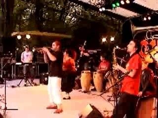 miniclip Ocho Y Media (Francia) - groupe de salsa français