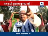 Lalu takes ride on rickshaw to call on governor, slams Nitish