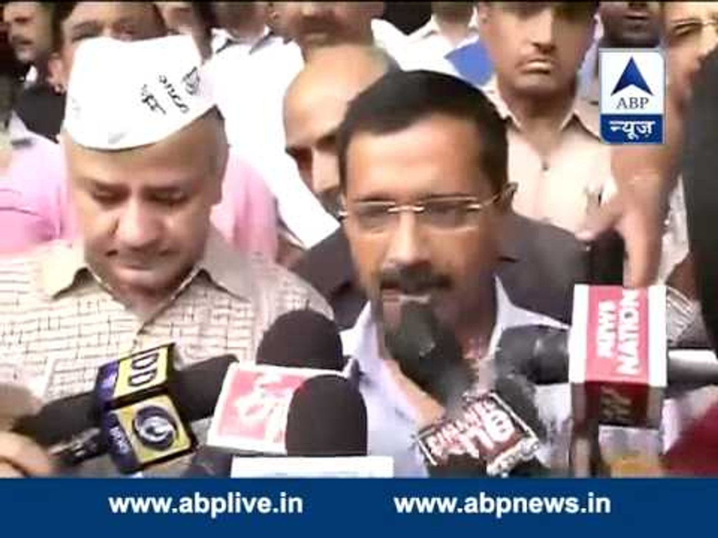 Kejriwal meets Delhi Police Chief, submits CD of sting operation on BJP leader
