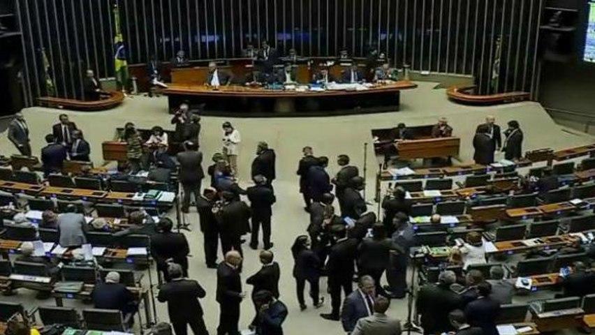 Deputados votam renegociação das dívidas dos Estados com a União