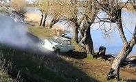 Humour- Des abrutis russe s'amusent avec une voiture