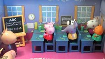 Peppa Pig toys in English - Peppa poops in classroom