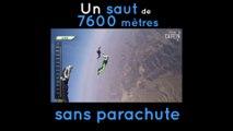 Il effectue un saut de plus de 7600 mètres sans parachute.