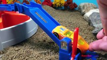 HOT WHEELS COLOR CHANGES SLOW MOTION FUN - FAST BLAST CAR PARK CARRYING CASE WITH SAND PLAY