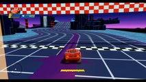 Flash McQueen de Cars 2 fait la course dans lunivers Disney de Tron | Jeu vidéo pour enfant