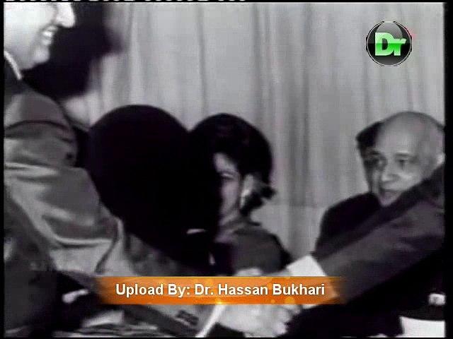 Rafi Sahib sings Live Tum Ne Mujhe Dekha (with Some Rare Pics)