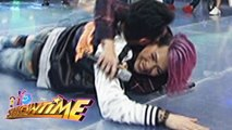 It's Showtime: Vhong wrestles with Vice