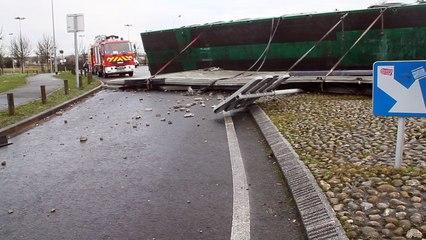Beauvais : accident au rond point 2