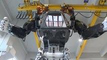 En Corée du Sud, les premiers pas d'un robot géant