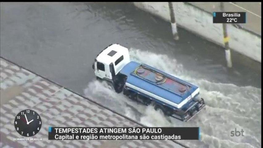 Chuva forte volta a causar estragos em São Paulo