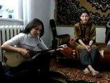 Amateur kazakh girl playing the dombra.  Kazak kızlarından çok güzel bir türkü.