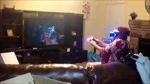 Sanal Gerçeklik Gözlüğü ile Oyun Oynarken Kendini Kaybeden Yaşlı Kadın